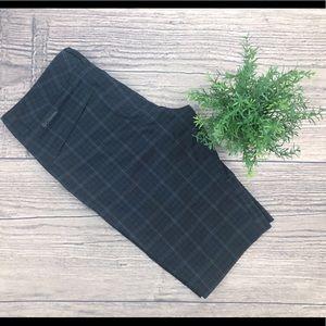Columbia Omni-wick black plaid shorts
